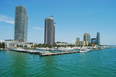 Miami Beach Marina and Luxury Condo Buildings — Stock Photo