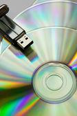 Cd diskler usb flash ile — Stok fotoğraf