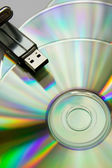 Discos de cd con usb flash — Foto de Stock