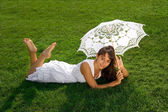 Pretty lady relaxing on the grass — 图库照片
