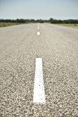 пустая дорога с полосой — Стоковое фото