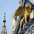 The Venetian lion on a cathedral building on San Marco square. V — Stock Photo