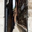 One of narrow small streets in Venice. Italy. — Stock Photo