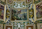 Rich ceiling ornament in a museum of Vatican — Stock Photo