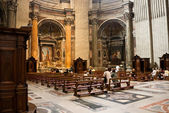 St. Peter's Cathedral interior in Vatican — 图库照片