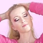 mulher jovem e bonita com maquiagem moda — Foto Stock