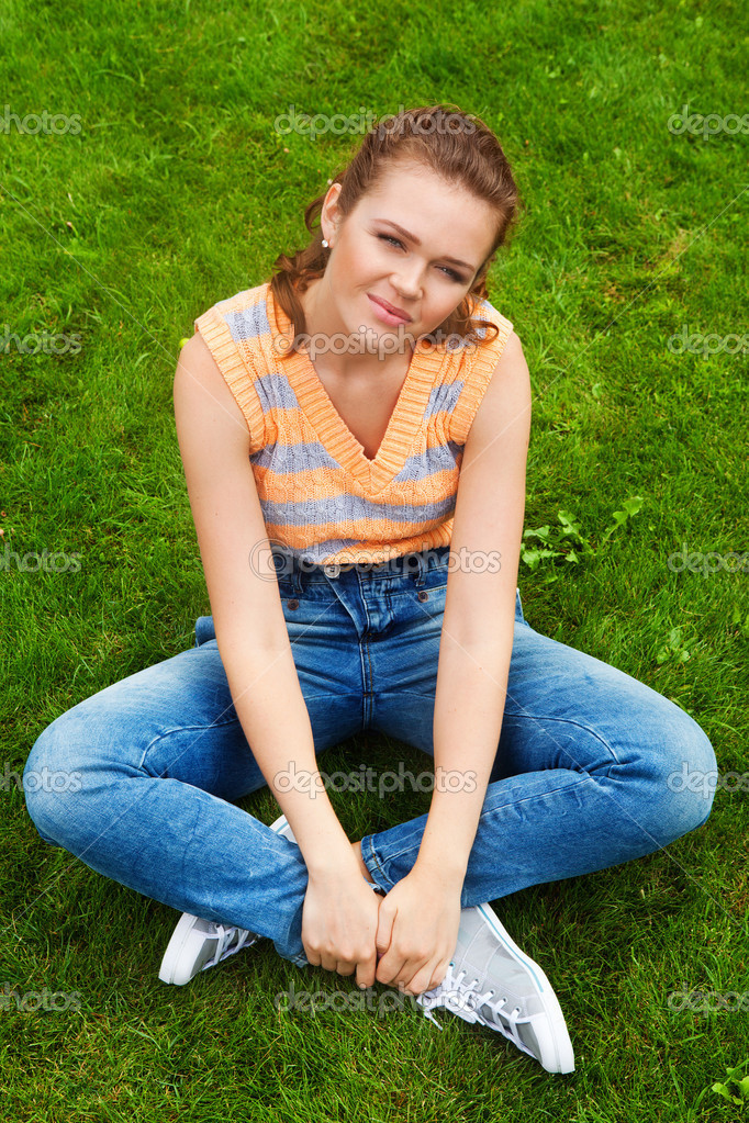 Hübsche Teen in Freizeitkleidung — Stockfoto © bibacomua