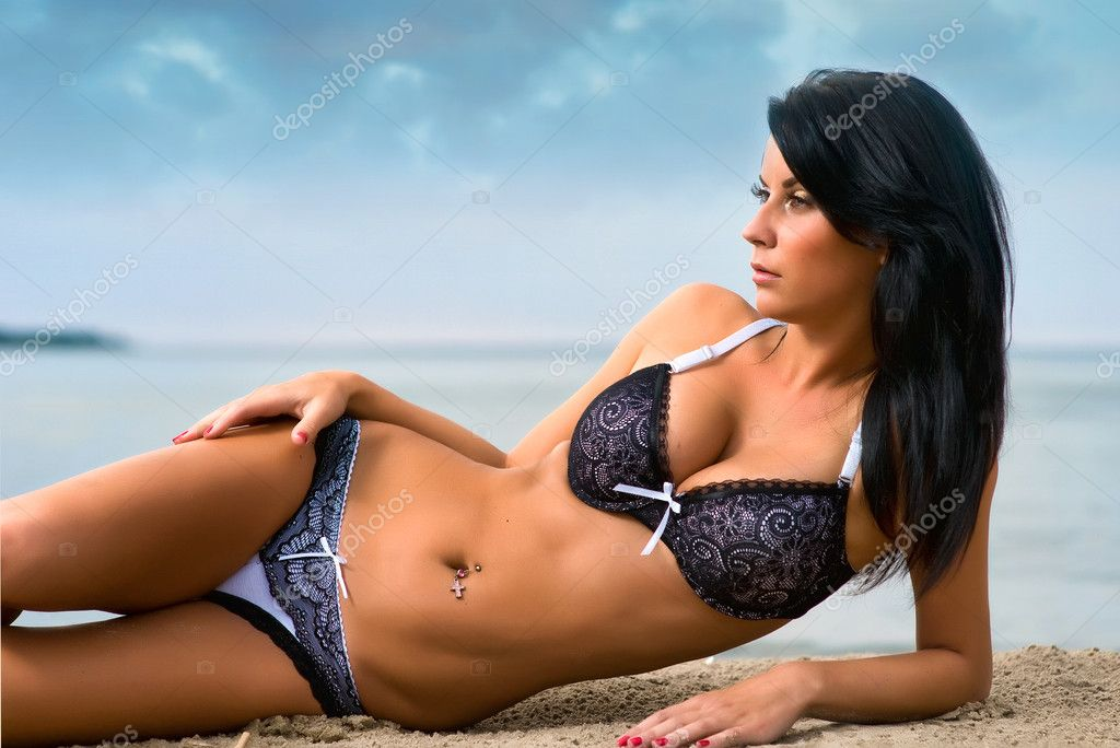 Beautiful young woman relaxing on the beach — Stock Photo #3645715