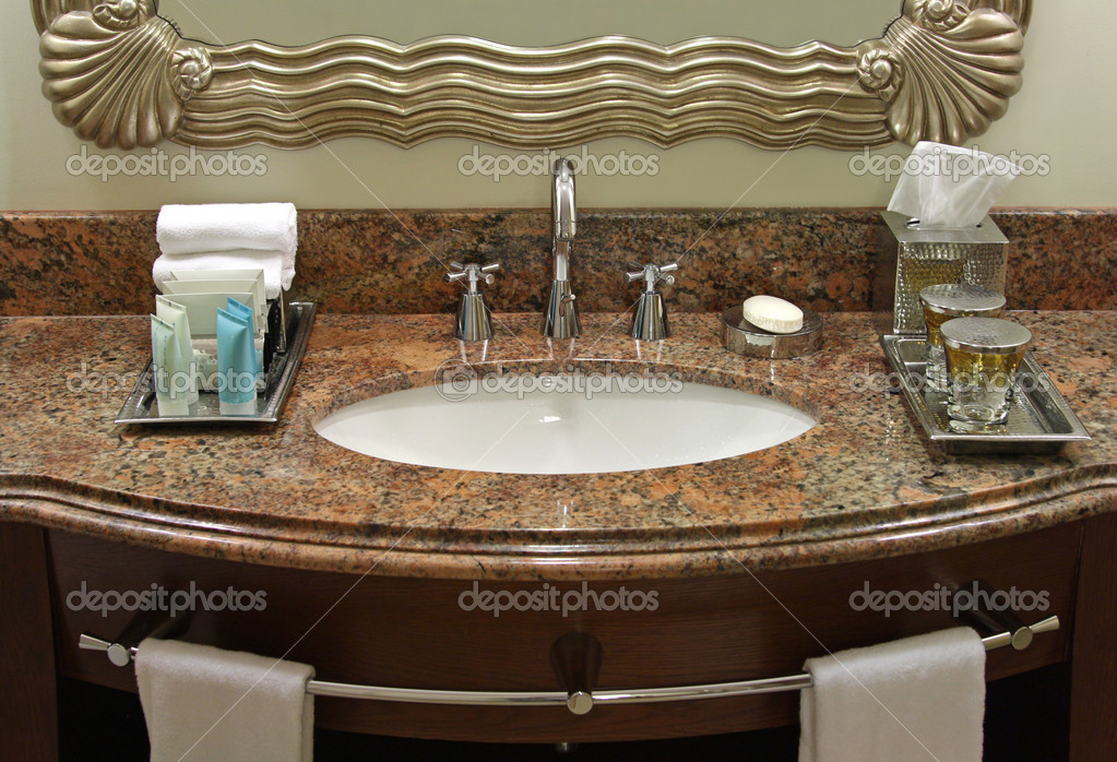Towel, Soap, Lotion, Mirror and lavatory basin in a luxury hotel. — Stock Photo #3772824