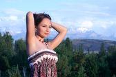 Krásná dívka v paprsek západu slunce — Stock fotografie
