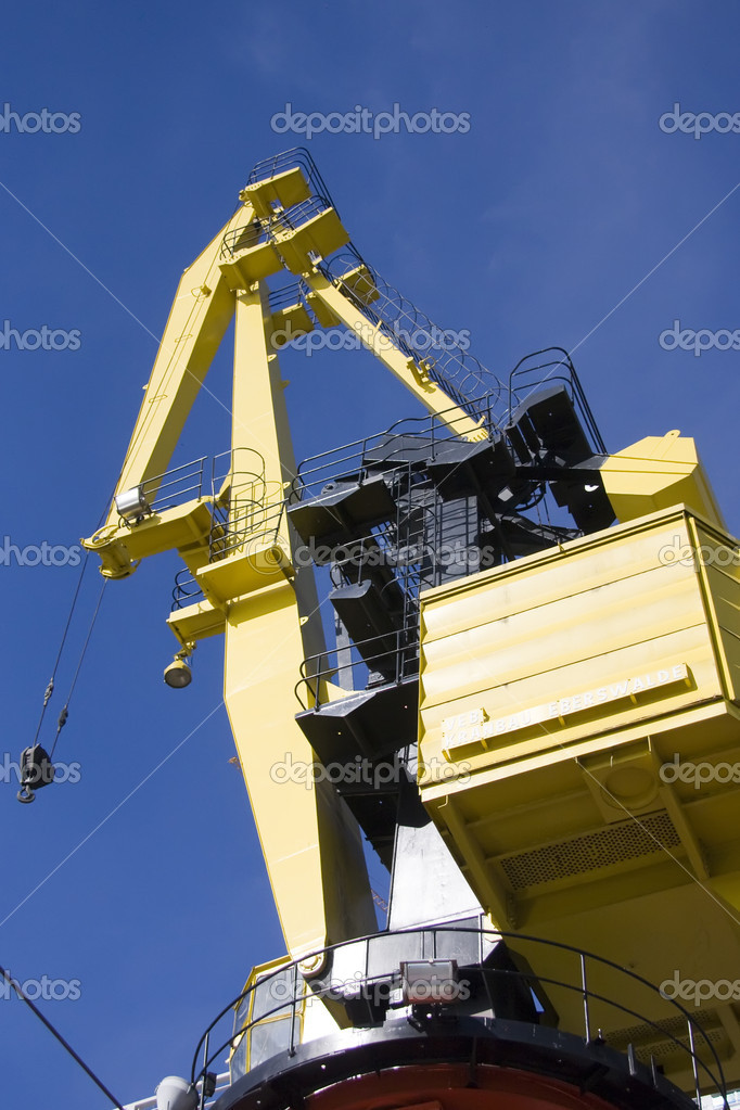Marine crane with blue sky as background — Stock Photo #3407046