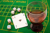 Drink and playing cards — 图库照片