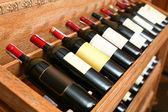 Close-up shot van wineshelf. — Stockfoto