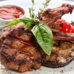 mięso z grilla z warzywami — Zdjęcie stockowe