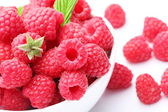 Crockery with beautiful tempting raspberries. — Stock Photo