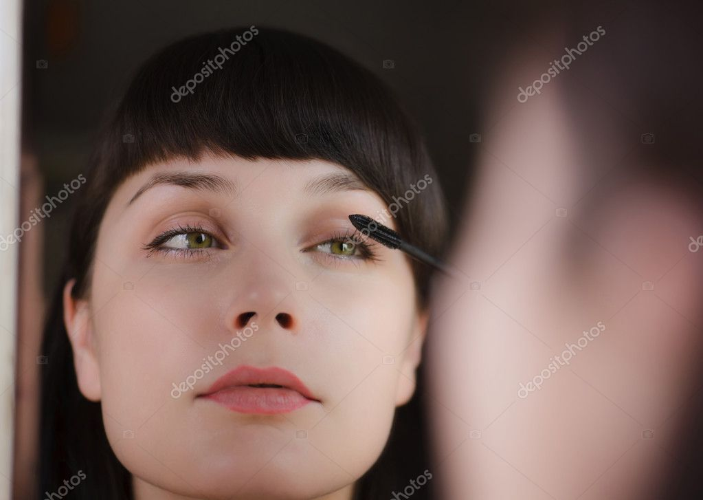Portrait of a young beautiful girl who looks in the mirror — Stock Photo #3602744