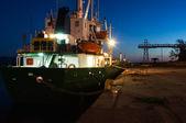 Nave al porto al tramonto — Foto Stock