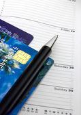 Kniha schůzek a kreditní karty — Stock fotografie