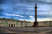 Alexander Column on the Palace Square in St. Petersburg, Russia — Stock Photo