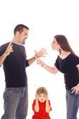 Rodzice walki i dziecko tkwi w między na białym tle — Zdjęcie stockowe