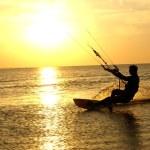 Kitesurfing and sunset — Stock Photo