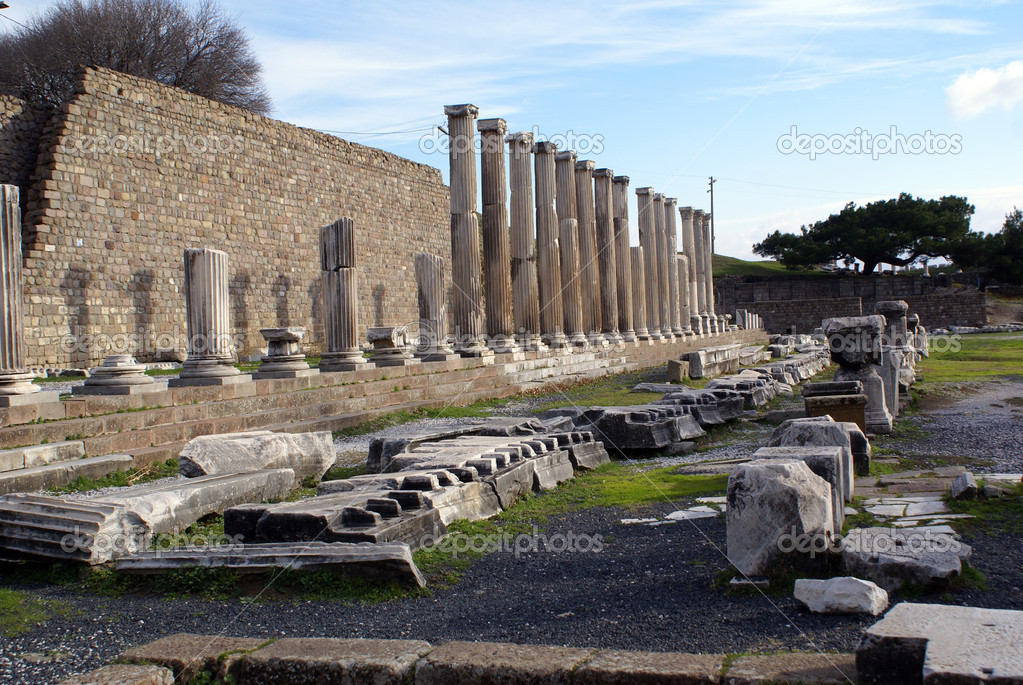 Wall and columns of temple Asklepios, Bergama, Turkey                    — Stock Photo #3583284