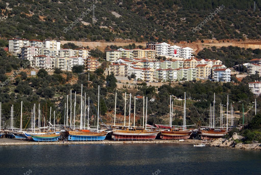 Boats on the sea shore and houses of Kash, Turkey                  — Stock Photo #3585073