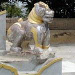 ������, ������: Lion dog