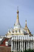 White stupa — Stockfoto