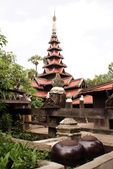 Pagoda and bowls — Stock Photo