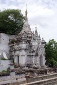 Petit stupa blanc — Photo