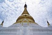 Moln och stupa — Stockfoto
