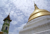 Green tower and golden stupa — Stock Photo