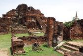 Ruins of wat Mahathat — Stock Photo