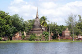Stupa and lake — Stock Photo