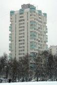 Строительство и снег — Стоковое фото