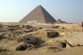 Tourists and piramids — Stock Photo