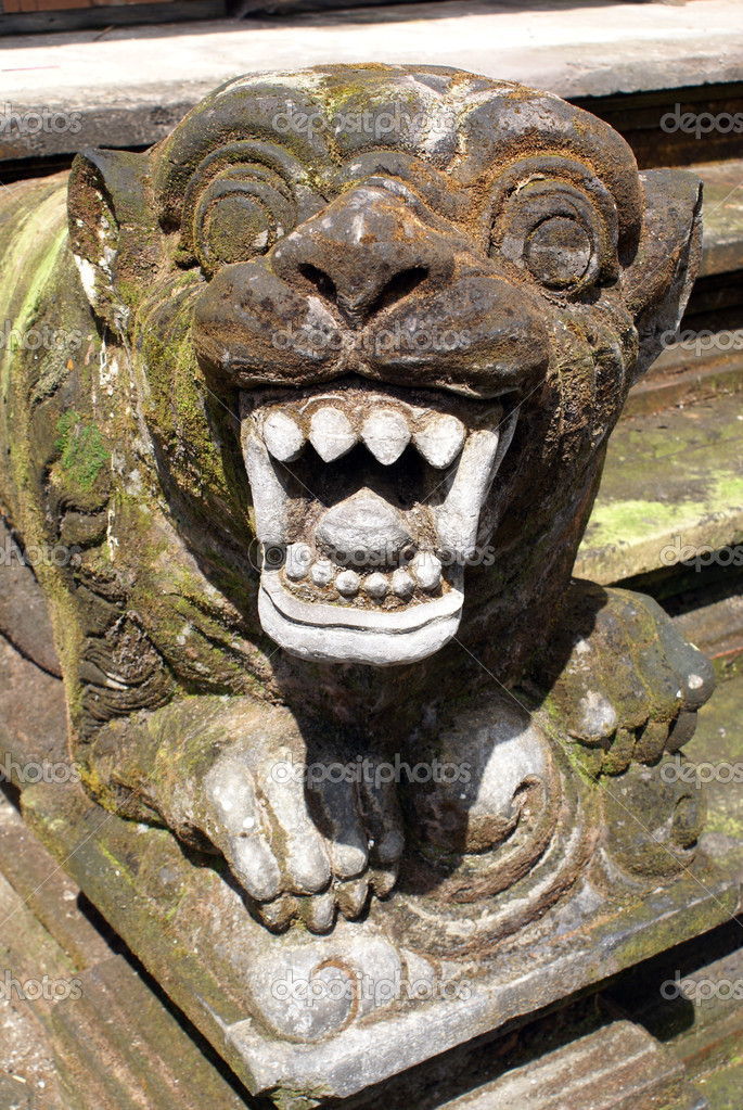 Lion with teeth on the staircase, Tirta Empul, Bali                     — Stock Photo #3620418