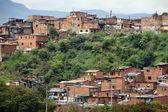 Slumsy w dzielnicy miasta medelyn, kolumbia — Zdjęcie stockowe