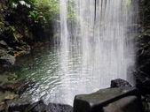 Emerald waterfall — Stock Photo