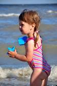 Kleine vorschulkind mädchen strand portrait — Stockfoto