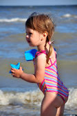 Malý preschooler dívka beach portrét — Stock fotografie