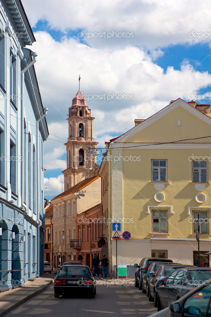 Savicius street in Vilnius old-town and belfry of Church of Blessed Virgin Mary of Consolation, Lithuania — Stock Photo #3909884