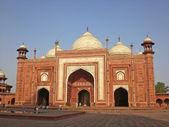 Edificio rojo de un complejo de taj mahal, delhi, india. — Foto de Stock