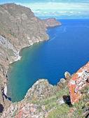 Rocky coast of lake Baikal on island Olkhon, Russia — Stock Photo