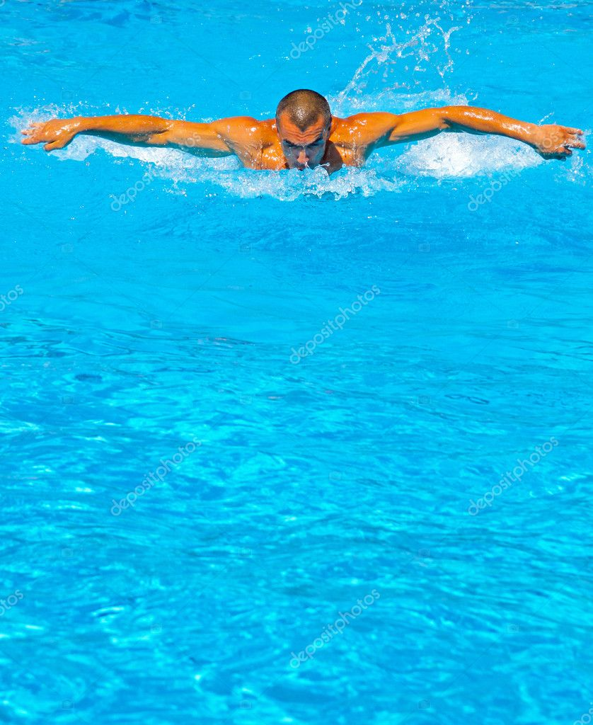 Young athletic man working out swimming in pool — Stock Photo #3687240