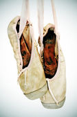 Old pointe shoes — Stock Photo