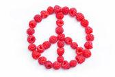 Maliny, ułożonych w kształt symbolu pokoju — Zdjęcie stockowe