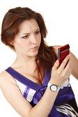 Giovane donna bella lettura sms — Foto Stock