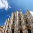 Duomo di Milano (Milan Cathedral), Italy, on bright blue sky background — Stock fotografie